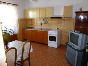 Apartment Ugljan 13764a, Appartamenti  Ugljan - big - 10