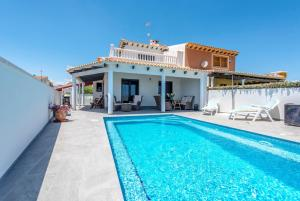 Bennecke Lone, Villas  Torrevieja - big - 1