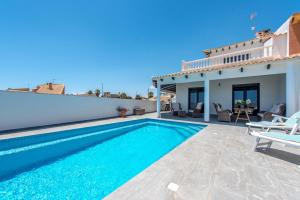 Bennecke Lone, Villas  Torrevieja - big - 14