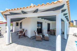 Bennecke Lone, Villas  Torrevieja - big - 13