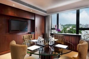 Luxury Room Club Sofitel with King Bed, River View and Smartphone Service