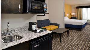 Suite with Roll in Shower - Disability Access/Non-Smoking