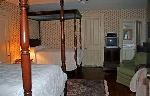 Double Room with Two Double Beds and Twin Bed