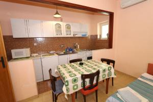 Apartments Antoneta, Apartmanok  Makarska - big - 70