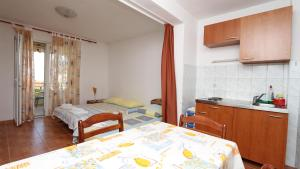 Apartments Antoneta, Apartmanok  Makarska - big - 11