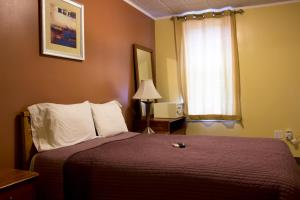 Queen Room with Private Bathroom - Non-Smoking
