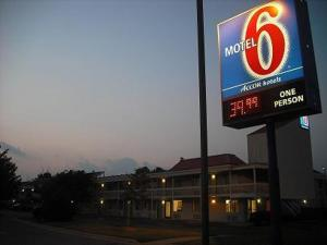 Motel 6 - Greenville