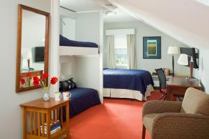 Queen Room with Two Single Beds