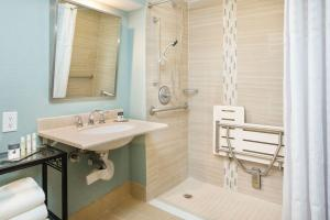 Queen Room - Mobility/Hearing Accessible