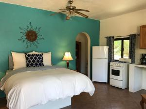 Casita Oleander - One-Bedroom Studio