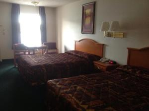 Deluxe Queen Room with Two Queen Beds - Disability Access- Smoking