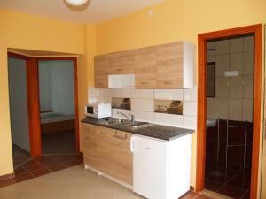 Liliom Apartman, Apartments  Gyula - big - 4