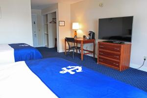 Standard Queen Room with Two Queen Beds with Balcony - Partial Outer Harbor View