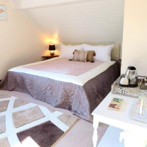 Stones Throw B&B, Bed and Breakfasts  Llandissilio - big - 2