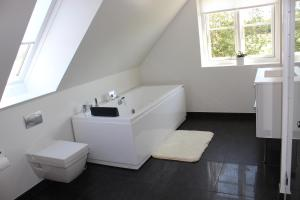 272 Bed & Breakfast, Bed and Breakfasts  Esbjerg - big - 11