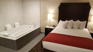 Queen Suite with Two Queen Beds with Spa Bath - Non-Smoking