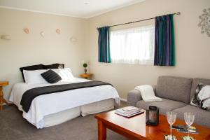 Martinborough Experience B&B, Bed & Breakfast  Martinborough  - big - 5