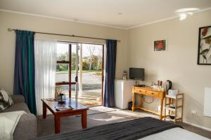 Martinborough Experience B&B, Bed & Breakfast  Martinborough  - big - 19