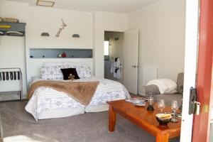 Martinborough Experience B&B, Bed & Breakfast  Martinborough  - big - 16