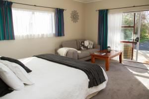 Martinborough Experience B&B, Bed & Breakfast  Martinborough  - big - 21