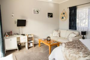 Martinborough Experience B&B, Bed & Breakfast  Martinborough  - big - 6