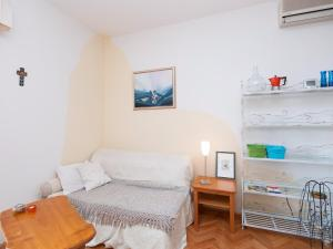 Two-Bedroom Apartment in Rab VI, Appartamenti  Barbat na Rabu - big - 5