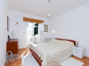 Two-Bedroom Apartment in Rab VI, Appartamenti  Barbat na Rabu - big - 3