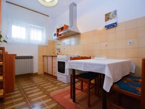 One-Bedroom Apartment in Pula/Istrien 17400, Ferienwohnungen  Veruda - big - 14