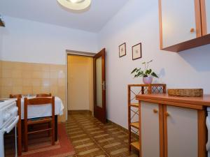 One-Bedroom Apartment in Pula/Istrien 17400, Appartamenti  Veruda - big - 13