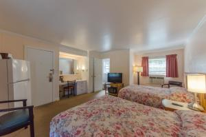 Standard Room with Two Double Beds (4 adults)