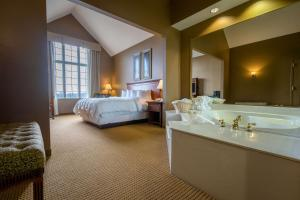 King Suite with Spa Bath