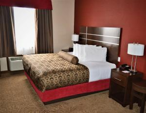 Deluxe King Room with Walk-In Shower - Disability Access