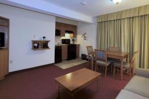 Queen Suite with Sofa Bed with Kitchenette - Non smoking