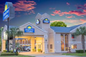 Days Inn & Suites Nacogdoches, Motely  Nacogdoches - big - 1
