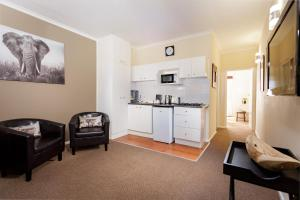 One-Bedroom Suite (2 Adults)