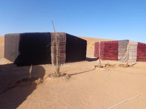 Camel Trek Bivouac, Luxury tents  Merzouga - big - 1
