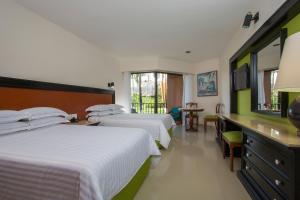 Deluxe Double Room (3 adults + 1 child)