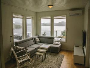 Four-Bedroom Holiday Home in Farsund, Holiday homes  Farsund - big - 10