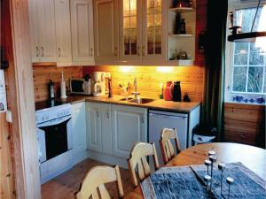 Four-Bedroom Holiday Home in Farsund, Nyaralók  Farsund - big - 10
