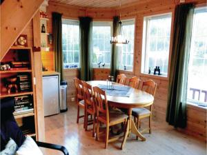 Four-Bedroom Holiday Home in Farsund, Nyaralók  Farsund - big - 9