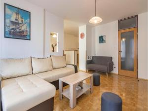One-Bedroom Apartment in Veruda, Apartments  Veruda - big - 8