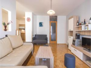 One-Bedroom Apartment in Veruda, Apartmány  Veruda - big - 7