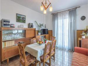 Two-Bedroom Apartment in Pula, Ferienwohnungen  Pula - big - 9