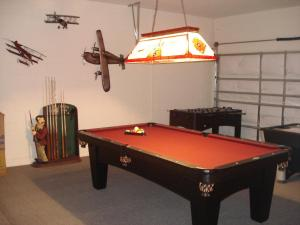 Six-Bedroom House with Private Pool /Game Room