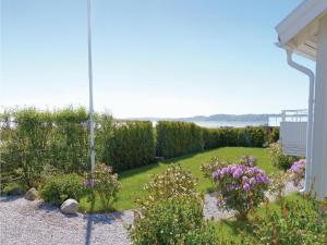 Three-Bedroom Holiday home Store Höga with Sea View 07, Holiday homes  Stenungsund - big - 1