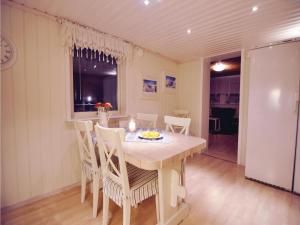 Three-Bedroom Holiday home Store Höga with Sea View 07, Case vacanze  Stenungsund - big - 19