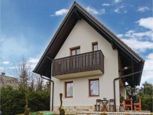 Three-Bedroom Holiday Home in Preserje