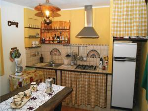 Three-Bedroom Holiday home Metato Camaiore LU with Sea View 02, Prázdninové domy  Casoli - big - 25