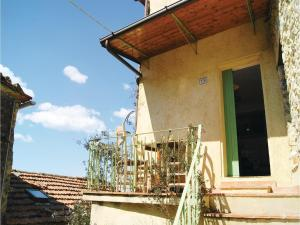 Three-Bedroom Holiday home Metato Camaiore LU with Sea View 02, Prázdninové domy  Casoli - big - 15