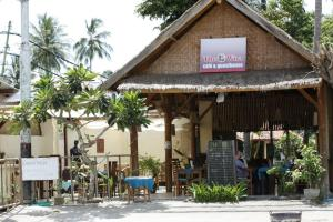 The Wira Cafe And Guest House